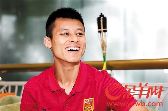 陈志钊接受羊城晚报记者采访