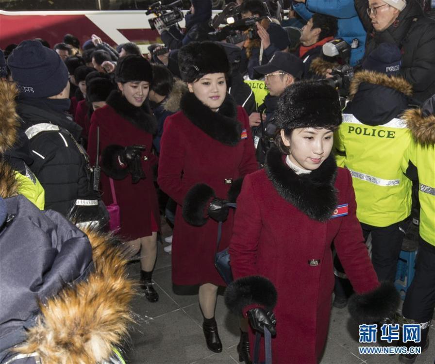 朝鲜拉拉队、奥委会官员等抵达韩国