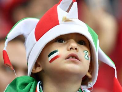 世界杯上萌态十足的小球迷们