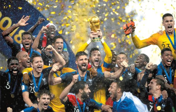 【2018俄罗斯世界杯】法国队再度捧杯