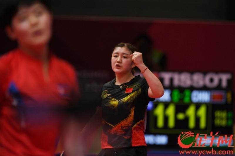 2018年8月28日,亚运会乒乓球团体赛展开金牌角逐。中国女队先拔头筹,以总比分3-0战胜朝鲜队,夺得冠军。 图为 中国队陈梦在比赛中。 金羊网特派记者 周巍 摄