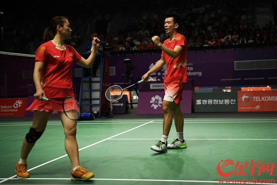 2018年8月27日,亚运会羽毛球混双决赛中国队郑思维、黄雅琼夺冠。 金羊网特派记者 周巍 摄