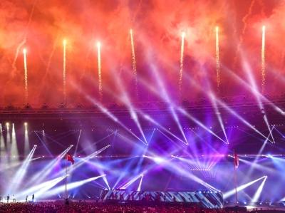 雅加达亚运会烟火表演美轮美奂