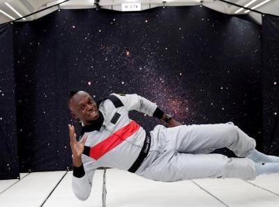 """博尔特体验零重力空间 起跑有模有样半途却""""上天"""""""