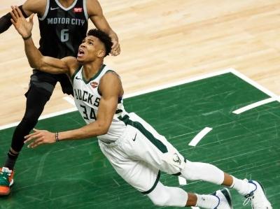 篮球|NBA季后赛:雄鹿胜活塞