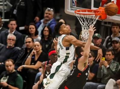 NBA东部决赛第二场:雄鹿胜猛龙
