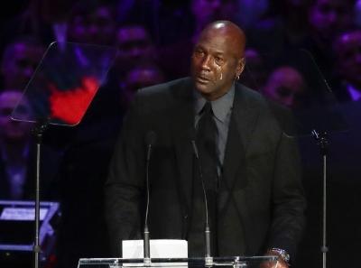 科比追思会在洛杉矶湖人主场举行 乔丹泪崩