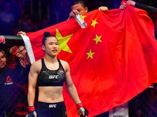 張偉麗成功衛冕UFC金腰帶 再次刷新中國格鬥史